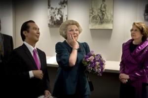 Auteur Reggie Baay, Koningin Beatrix, Ellen Derksen (directeur van de Pasar Malam Besar)