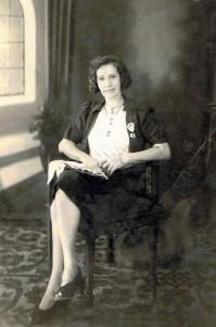 Marietje, portret zittend