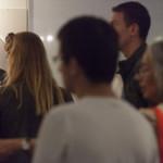 Drukte in de tentoonstelling over Pa van der Steur op de Tong Tong Fair